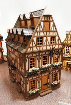 Weißes Haus, Schmiede, drei Einheiten breit, vier 1/3 Einheiten tief Dollhouse Design, Diy Dollhouse, Dollhouse Miniatures, Idea Portal, Playmobil Sets, Building Drawing, Wargaming Terrain, Tudor House, Miniature Houses