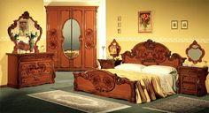 chambre style baroque en beige et mobilier en noyer massif Baroque Bedroom, Deco Baroque, Cozy House, Chic, Beige, Furniture, Style, Home Decor, Bedrooms