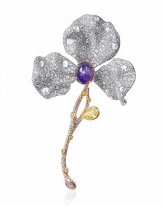 The latest high jewellery pieces from Cindy Chao's new Four Seasons Collection are a must-have for your next black-tie affair. Cindy Chao, Jewelry Design Drawing, Ruby Necklace, Diamond Brooch, Pearl Color, High Jewelry, Flower Brooch, Gemstone Jewelry, Topaz