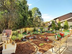 My Yard Goes Disney: Snow White themed backyard.