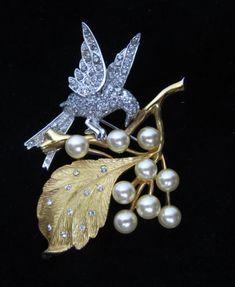 Vintage-c1960-s-Rhodium-Clad-Gold-Tone-Pave-Rhinestone-Pearl-Bird-Pin-Brooch-yqz