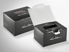 Offsetkaschierte Weinverpackung mal anders. Durch die besondere Konstruktion finden in dieser repräsentativen Weinbox 6 Flaschen Platz und sicheren Halt. Der Clou: bei dieser Verpackung ist keine weitere Einlage mehr nötig. •  #Dinkhauser #offset #packaging #wellpappe #nachhaltig #plasticfree #keinplastik #klimaneutral #recycling #verkaufsverpackung #verpackungsdesign #weinkarton Recycling, Container, Packing, Bordeaux, Design Reference, Packaging Design, Paper Board, Flasks, Gifts
