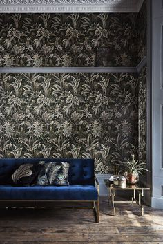 A richly decorative all over leaf design in a beautiful forest green.