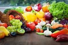 Harvest prints: comparing fruits and vegetables through. Healthy Snacks To Make, Healthy Fruits, Easy Healthy Breakfast, Healthy Eating, Eat Fruit, Fruit And Veg, Fruits And Vegetables, Whole Foods Market, Russia Food