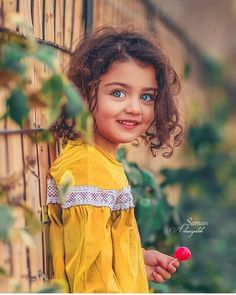 Image may contain: 1 person, standing, child and outdoor Cute Baby Boy, Cute Baby Girl Photos, Erwarten Baby, Cute Kids Pics, Cute Baby Pictures, Beautiful Little Girls, Beautiful Girl Image, Beautiful Children, Beautiful Life