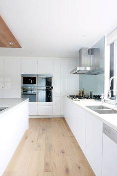 The Block Sky High Alisa & Lysandra 5141 Frosty Carrina - awesome floor! White Kitchen Interior, White Kitchen Cabinets, Interior Design Kitchen, White Cupboards, Kitchen Living, New Kitchen, Kitchen Decor, Kitchen Flooring, Kitchen Furniture
