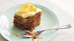 Tento hutný mrkvový koláč dokonale uspokojí i ty nejrozmazlenější chuťové pohárky. Low Carb, Pie, Pudding, Sweets, Baking, Recipes, Food, Cakes, Torte