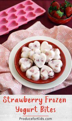 Strawberry Frozen Yogurt Bites - these simple, 3 ingredient yogurt bites are perfect for a healthy Valentine's Day treat or kid-friendly snack! Snacks Diy, Healthy Snacks For Kids, Healthy Foods To Eat, Eating Healthy, Healthy Classroom Snacks, Healthy Recipes For Kids, Portable Snacks, Healthy Menu, Healthy Breakfasts