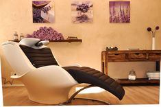 Involve in Beauty and Salon business, the highest growing business today. Franolaxy offers business and franchise opportunities in India for Beauty and Salon. Get free expert advice, Call @ Beauty Salon Decor, Beauty Salon Interior, Salon Interior Design, Spa Interior, Beauty Salons, Beauty Room, Marketing, Hairdresser, Teak