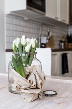 Kitchen / White / Tulips / Noora&Noora nooraandnoora.com