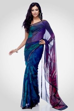 A digital printed saree inspired by the Tarot card ' The wheel of fortune', comes with an unstitched crepe-de-chine blouse to match.