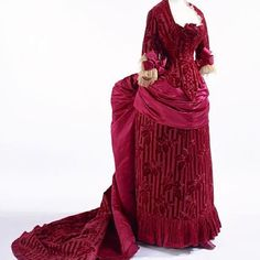 Evening dress, by the House of Worth, ca. 1883 Kyoto Costume Institute ❤️❤️❤️
