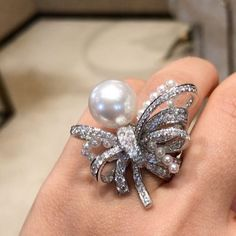 Incredible!! In love with the gorgeous design !! @chanelofficial !! #dubai #dubaiart #dubaimall #dubailife #mydubai #highjewelry #finejewelry #HauteJoaillerie #queen #royal #diamond #pearl #life #love #luxury #luxuystyle #luxurylife #luxurydesign #luxuryjewelry #instamood #instagood #instalike #instagram #instadaily #instafollow #inspiration #thebest #jewelry #joaillerie #gold