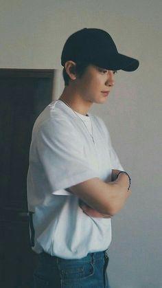 chanyeol lockscreen ㅡ 200325 Chanyeol Cute, Park Chanyeol Exo, Exo Chanyeol, Kpop Exo, Exo Album, Exo Lockscreen, Chanbaek, Instyle Magazine, Boyfriend Material