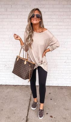 trendy outfits for women * trendy outfits . trendy outfits for summer . trendy outfits for school . trendy outfits for women . trendy outfits for summer 2020 Trendy Fall Outfits, Casual Work Outfits, Mode Outfits, Work Casual, Fall Winter Outfits, Winter Wear, Summer Casual Outfits For Women, Casual Tops, Casual Office