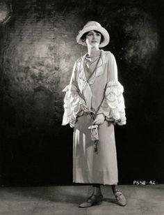 Mary Astor, via darlingohara Old Hollywood Glamour, Vintage Hollywood, Classic Hollywood, Silent Film Stars, Movie Stars, Vintage Photographs, Vintage Images, Adrienne Ames, Mary Astor