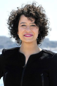 Ilana Glazer   The breakthrough comedian plays around with androgyny in her TV show Broad City: Her style is fly, her 'fro is frizzy, and she goes from femme to butch and back again, crushing it every time. We especially love her pompadour and tux in episode 8 of season 1.