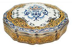 """Porta jóias oval em faiança francesa provavelmente """"Sarreguemines"""", séc.XIX; esmaltagem flor"""
