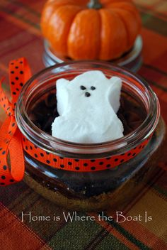 My surplus of Halloween PEEPS® have been haunting me. so I decided some Brownie S'mores would be a timely treat~ In addition to these apparitions, you need your favorite brownie mix or … Halloween Peeps, Halloween Ghosts, Halloween Treats, Easy Halloween, Halloween Party, Halloween Games, Chocolate Chip Brownies, Hot Chocolate, Chocolate Morsels
