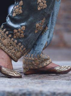 Pakistani Fancy Dresses, Pakistani Fashion Party Wear, Pakistani Dress Design, Velvet Pakistani Dress, Dress Indian Style, Indian Fashion Dresses, Indian Designer Outfits, Kurti Embroidery Design, Embroidery Fashion