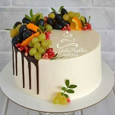 ideas fruit cake design food for 2019 Cake Decorating Techniques, Cake Decorating Tips, Food Cakes, Cupcake Cakes, Cake Decorated With Fruit, Fruit Cake Design, Fresh Fruit Cake, Birtday Cake, Birthday Cake Decorating