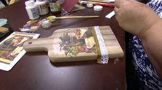 Mulher.com - 02/09/2015 - Decoupage com pintura imitando madeira - Rose... Clock Painting, Bottle Painting, Bottle Art, Painting On Wood, Decoupage Tutorial, Decoupage Art, Painted Wine Bottles, Decorated Bottles, Pantry Labels