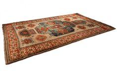 Alfombra turca decorada con formas geométricas #carpets #winter #cristmasfeeling #alfombras #recibidor #hall #salones