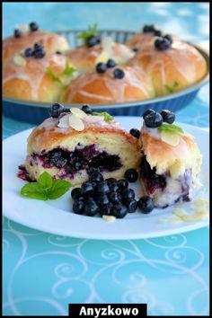 Blueberry Buns - Niezwykle puszyste jagodzianki recipe in Polish What's For Breakfast, Breakfast Recipes, Dessert Recipes, Great Recipes, Favorite Recipes, Delicious Desserts, Yummy Food, Blueberry Scones, Sweet Pastries