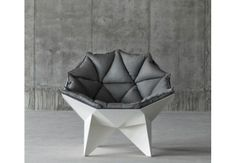 Lounge chair esbanja modernidade em forma única