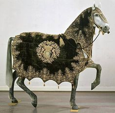 My House needs this! Horse Armor, Horse Gear, Horse Tack, Arte Equina, Medieval Horse, Horse Braiding, Horse Harness, Horse Rugs, Horse Costumes