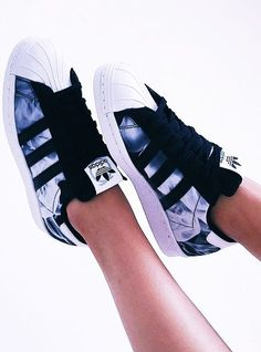 Imagen de adidas, shoes, and white - Adidas Shoes for Woman - amzn.to/2gzvdJS ,Adidas shoes #adidas #shoes