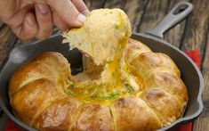 Beer & Cheese Dip Loaf: The perfect snack for the big game - beypa - Beer Cheese, Cooking Time, Cooking Recipes, Game Recipes, Buttery Rolls, Queso Cheddar, Cheese Dip Recipes, Shellfish Recipes, Cheesecake Recipes
