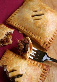 Brown Butter Pecan Hand Pies ~ Flaky hand pies with a gooey brown butter pecan filling. Makes 8 pies Pie Recipes, Dessert Recipes, Cooking Recipes, Dessert Ideas, Sweet Recipes, Easy Recipes, Butter Pecan, Brown Butter, Empanadas
