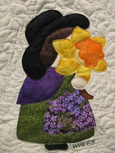 WALES Sunbonnet Sue at mooseStash Quilting. Design from International Sunbonnet Sue by Debra Kimball Hand Applique, Applique Embroidery Designs, Applique Patterns, Applique Quilts, Applique Ideas, Sunbonnet Sue, Motifs D'appliques, Quilt Patterns Free, Small Quilts