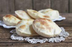 Egy finom Pita gyros-hoz ebédre vagy vacsorára? Pita gyros-hoz Receptek a Mindmegette.hu Recept gyűjteményében! Gyro Pita, Biscuits, Garlic, Food And Drink, Cooking Recipes, Lunch, Cheese, Vegetables, Copycat