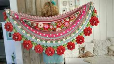 Adinda Zoutman. Love the colors and design of this shawl, except for the big red flowers on the edge