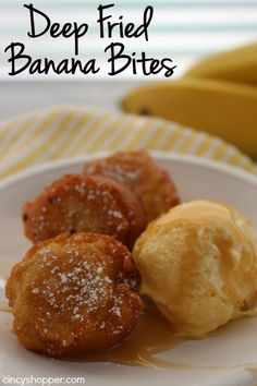 If you have some bananas on hand and looking to make a yummy dessert, these Deep Fried Banana Bites are amazing. You can have one tasty treat in just a few minutes time. Dust your bites with powdered sugar and even add in some caramel or chocolate. Deep Fried Desserts, Köstliche Desserts, Delicious Desserts, Dessert Recipes, Yummy Food, Picnic Recipes, Health Desserts, Cake Recipes, Deep Fried Foods