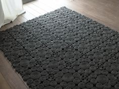 Patterned solid-color wool rug SPIN by Paola Lenti