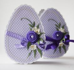 Easter- many gorgeous examples, but I think this one's my favorite. Be patient, and keep scrolling. Happy Easter, Easter Bunny, Easter Eggs, Easter Projects, Easter Crafts, Diy Ostern, Easter Parade, Candy Cards, Cricut Cards