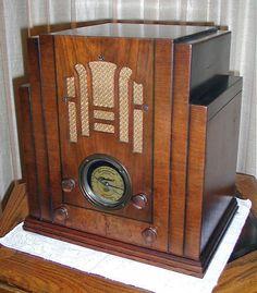 1933 Sears Silvertone Tombstone Radio.