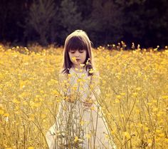 Pics Photos - Cute Funny Chiken In Flowers Bright Summer Romantic Background In Field Wallpaper, Baby Wallpaper, Flower Wallpaper, Children Wallpaper, Cute Little Girls, Cute Kids, Cute Babies, Cute Baby Girl Photos, Adorable Petite Fille