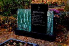 Надгробие из стекла и гранита. Размеры надгробнoго памятника 600 x 1200 x 200 (мм)
