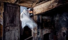 Supernatural enthusiasts lead intrepid explorers on a tour of New Orleans' most haunted locations