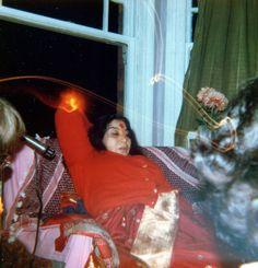 Miracle photos - divinecoolbreeze Sahaja Yoga Meditation, Aesthetic Galaxy, Shri Mataji, Mother Pictures, Self Realization, Spiritual Gifts, Mothers, Spirituality, Quote