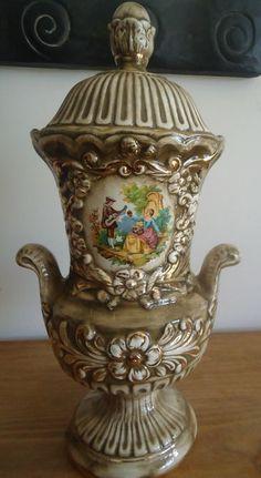 Online veilinghuis Catawiki: Een een geglazuurd keramische dekselvaas -  in Rococo stijl