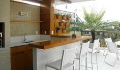 Vasos também são um ótimo tipo na decoração, dão uma visão bem calminha para o ambiente, uma mesa também não fara por menos