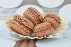 Chocolate macarons with nutella :) Blackberry Syrup, Types Of Cakes, Chocolate Desserts, Macarons Chocolate, Chocolate Covered Strawberries, High Tea, Clean Eating Snacks, Cookie Recipes, Yummy Food