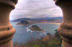 Donosti San Sebastián fotos: Vista desde el monte Igeldo de la Playa de la Concha, la isla de Santa Clara y el monte Urgull