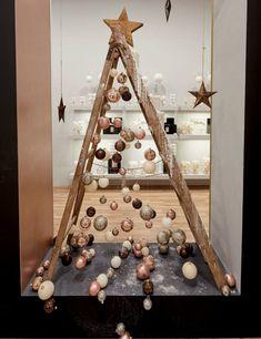 Pink Christmas Tree, Shabby Chic Christmas, Cozy Christmas, Christmas Time, Xmas, Christmas Table Settings, Christmas Tablescapes, Christmas Centerpieces, Christmas Decorations