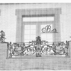 Эскизы – 1 580 фотографий Wrought Iron Staircase, Wrought Iron Fences, Balcony Railing Design, Staircase Design, Metal Awning, Door Gate Design, Iron Balcony, Iron Decor, Iron Work
